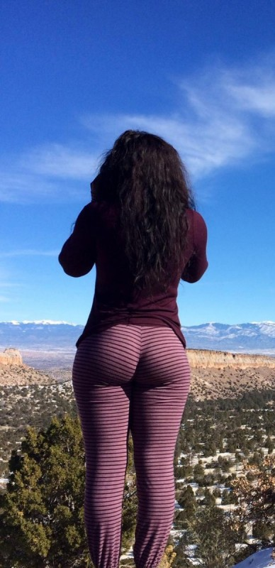 big-booties-in-yoga-pants-p7-2
