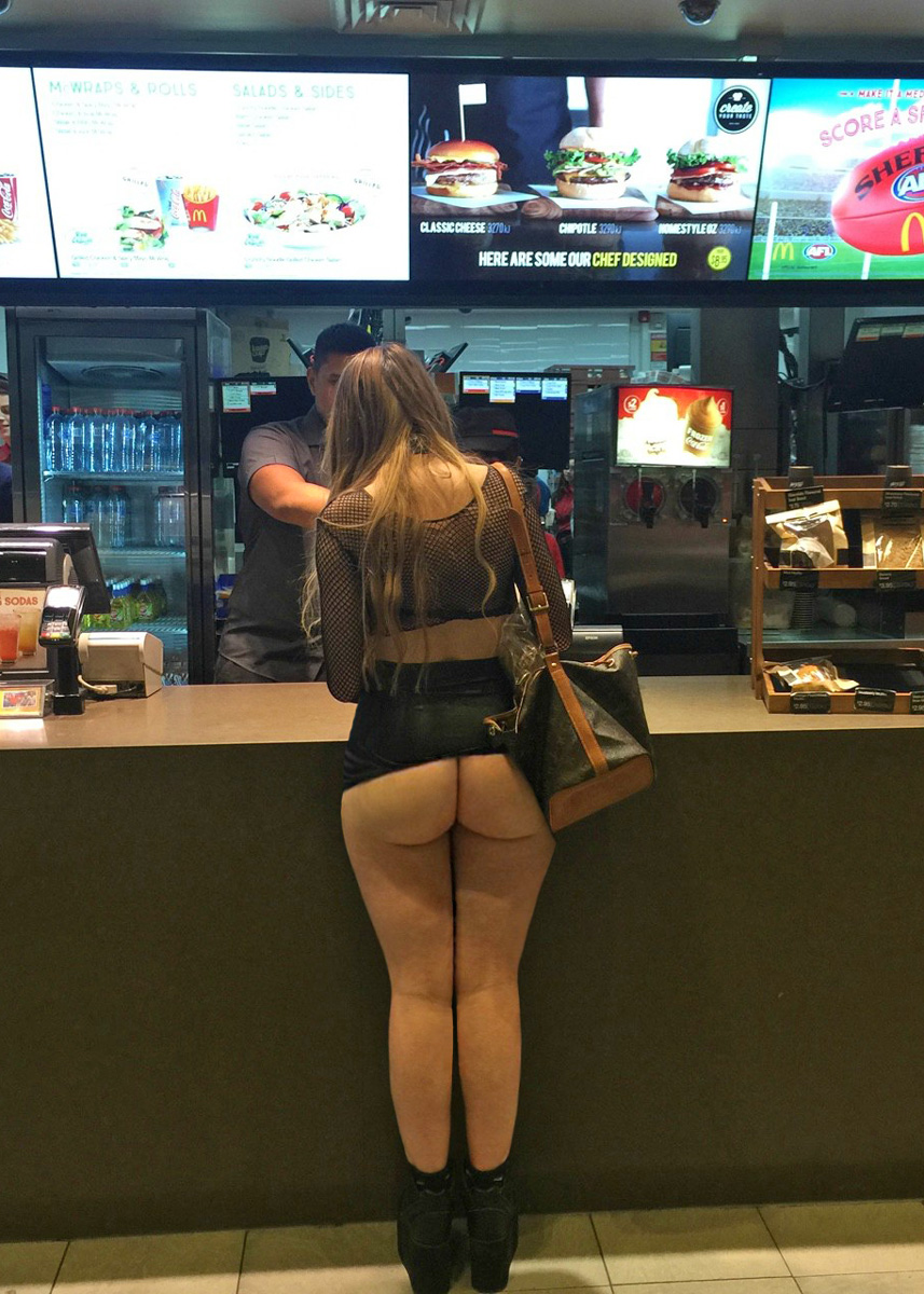 girls at Booty work flashing