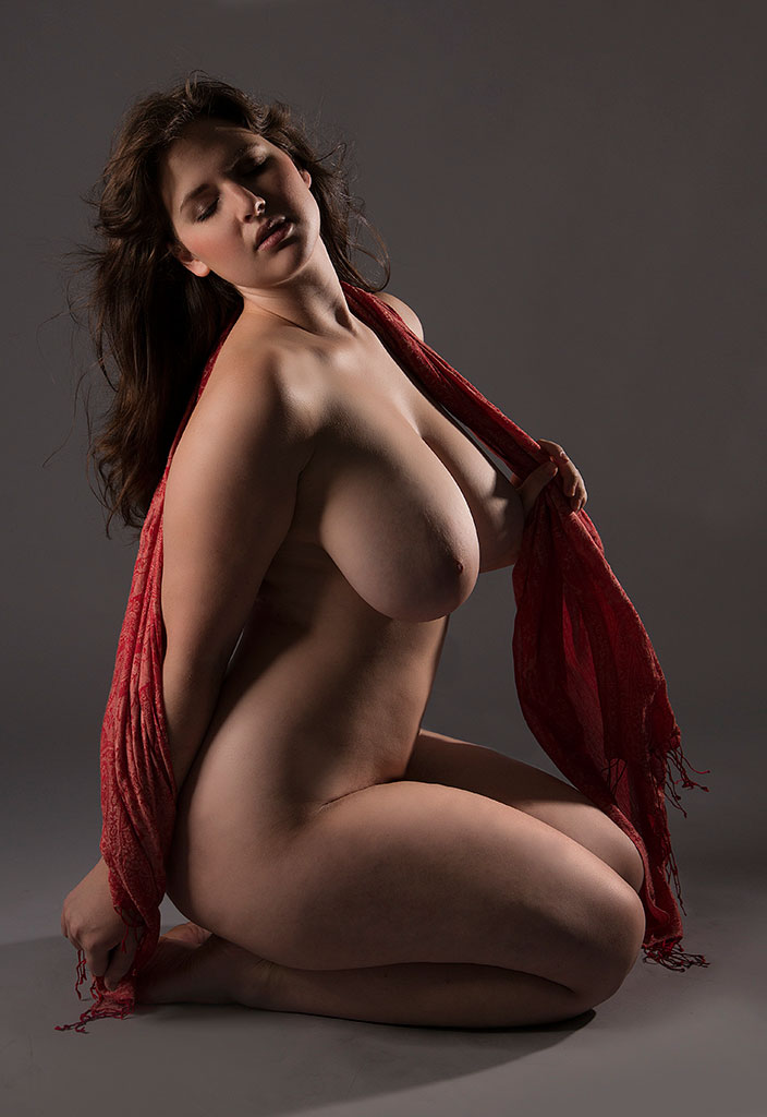 big tit full figured nude women