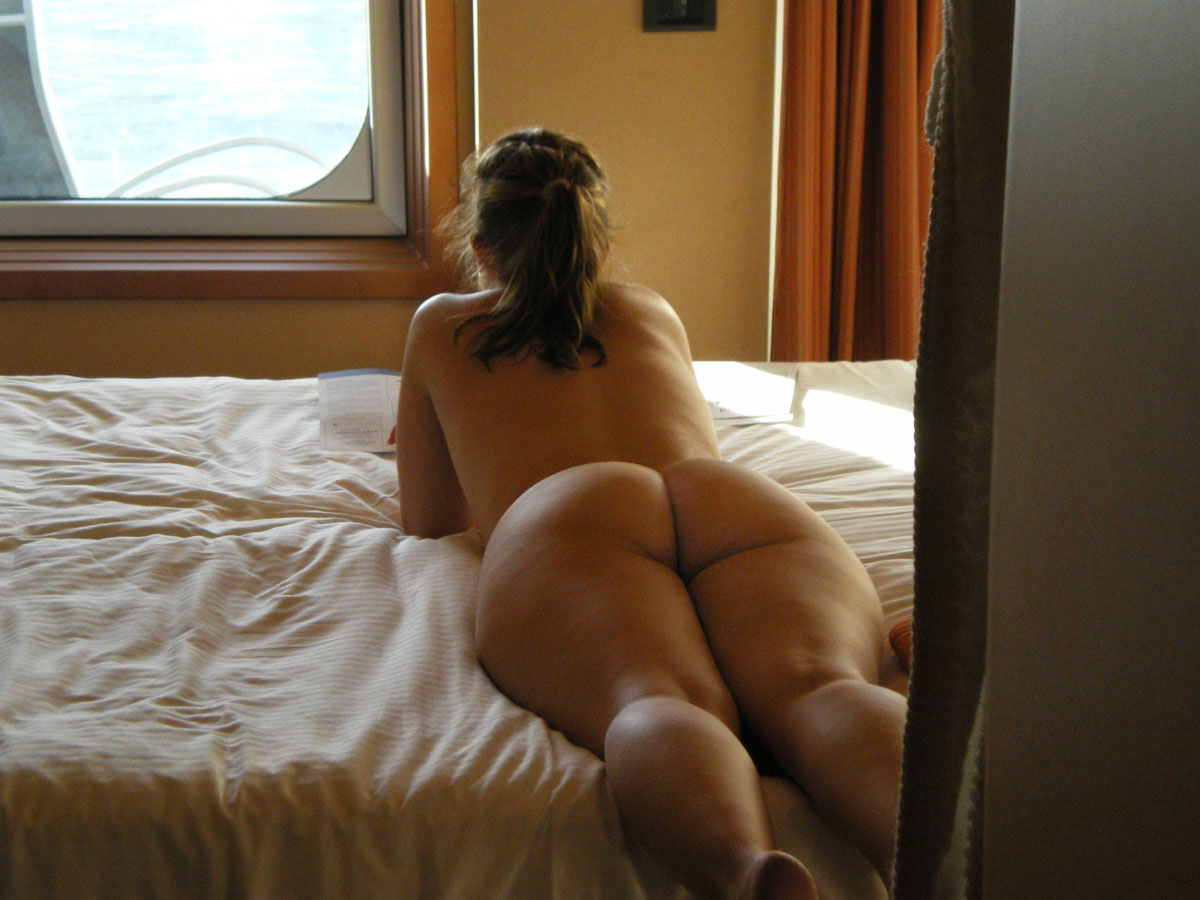 thick naked woman bed