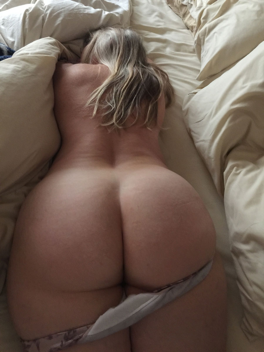 Big Booties In Bed  Part 11-8562