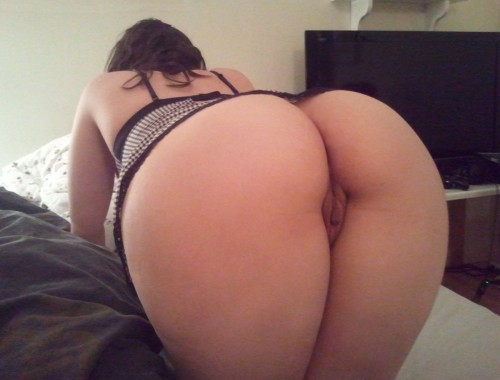 Big Butt In Bed-7386