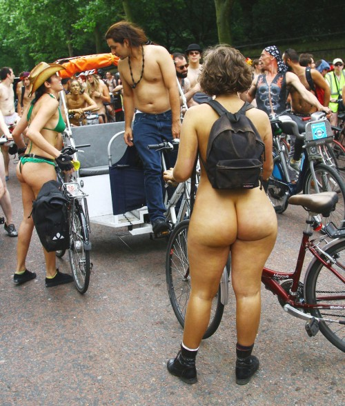 nudist-bicycle-booty