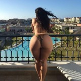 big-booties-at-the-pool-15