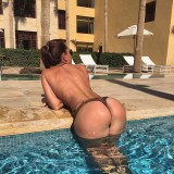big-booties-at-the-pool-5