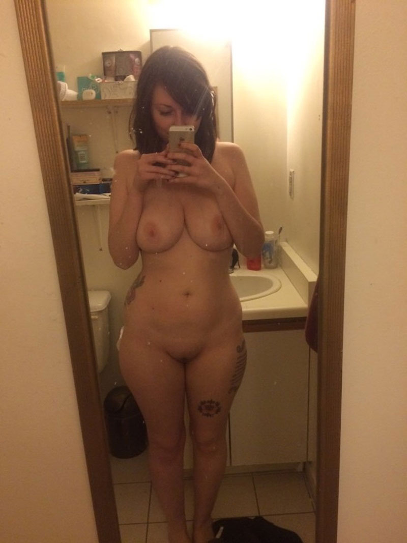 Sexy Girls Nude Selfies