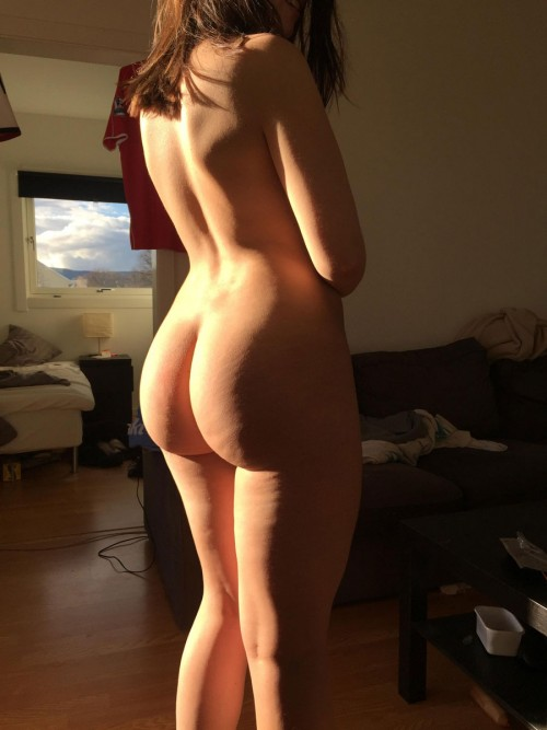 Nude bubble butt