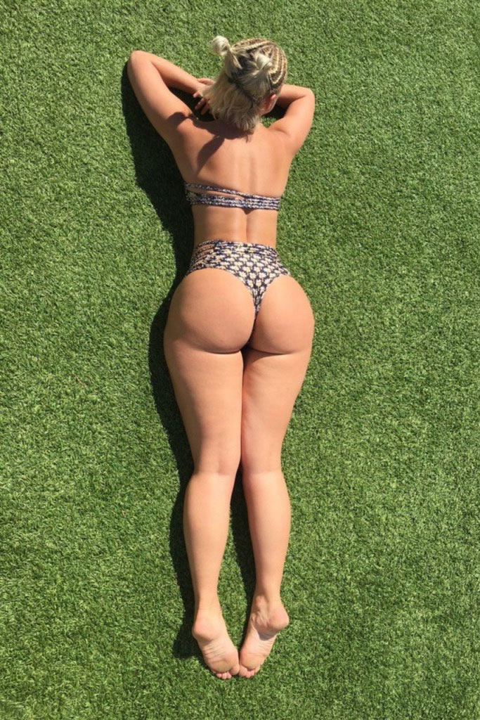 yesjulz-public-booty-2